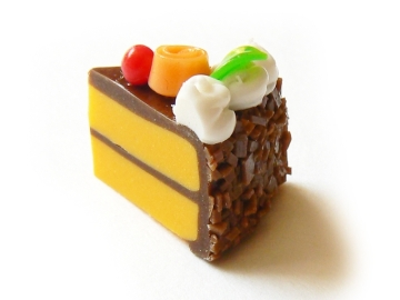 1-delicieuse-part-de-gateau-glacage-chocolat